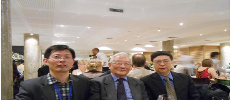 索菲亚第12届国际大会上,李幼蒸与两位新一届中国理事合影
